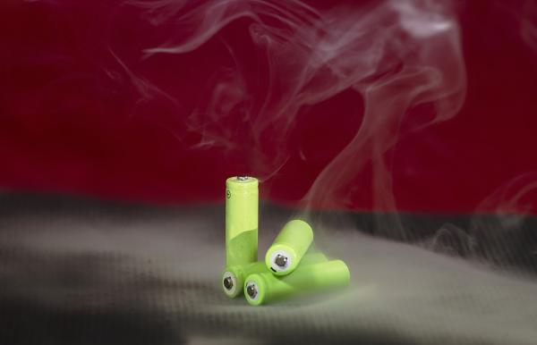aufladbare batterien mit rauch