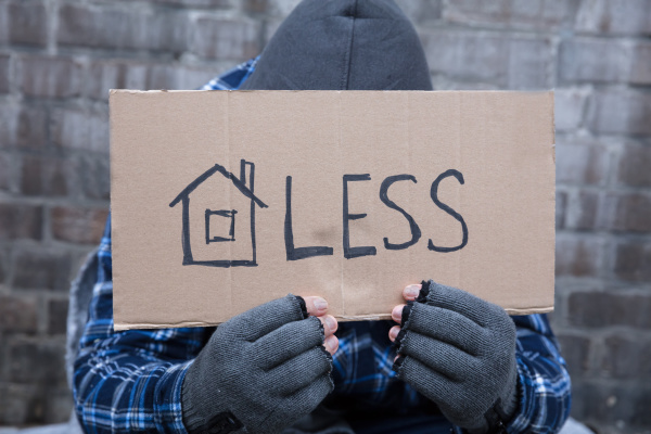 bettler holding obdachlosen plakat
