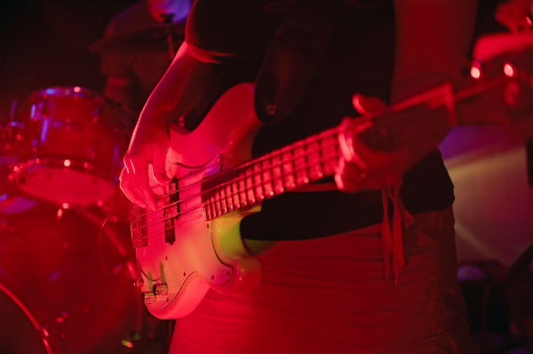 junge musiker der band shakin revolution