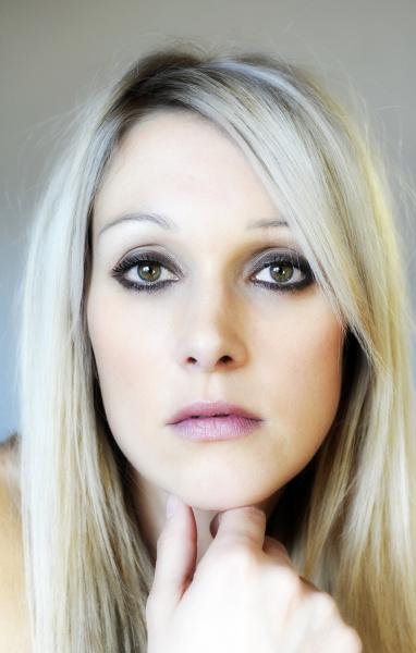 blonde junge frau beauty portrait