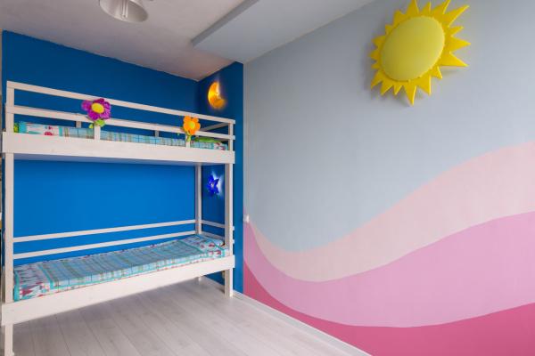 innenraum eines kinderzimmers fuer zwei maedchen