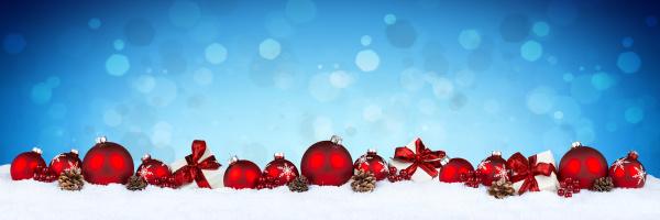 rotes weihnachtsbaum ru bokeh