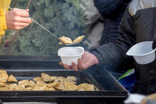 warmes essen fuer arme und obdachlose