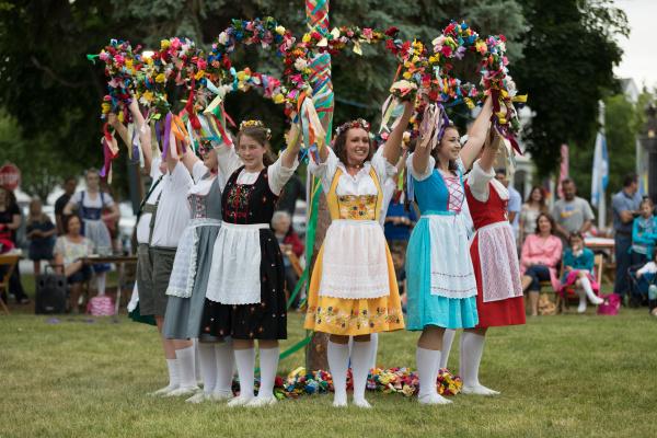 bayerisches festival maypole dance