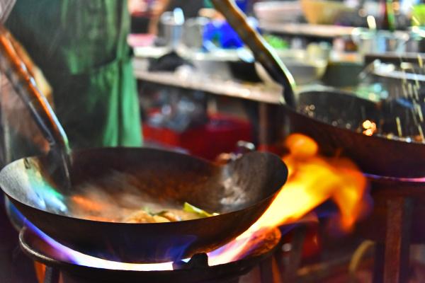 chinesische strassenspeise in bangkok chinatown verkauft