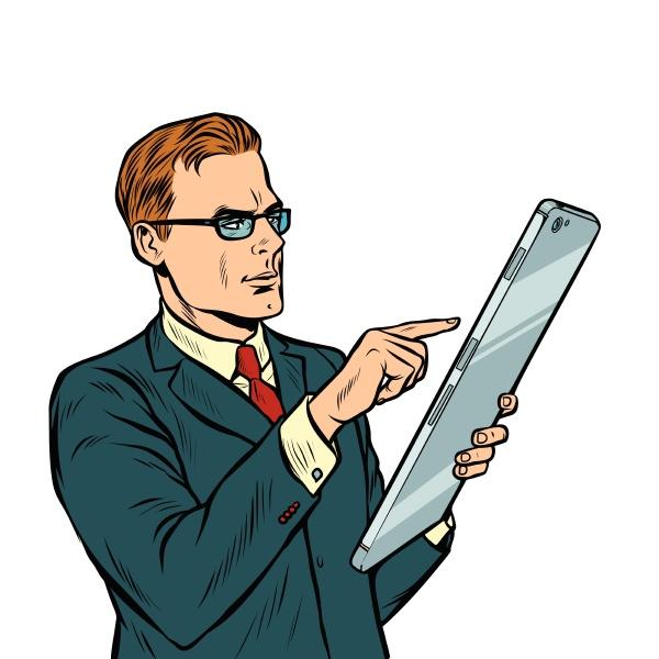 geschaeftsmann und smartphone mit grossem bildschirm