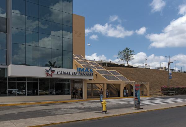 eingang zum miraflores besucherzentrum panamakanal panama