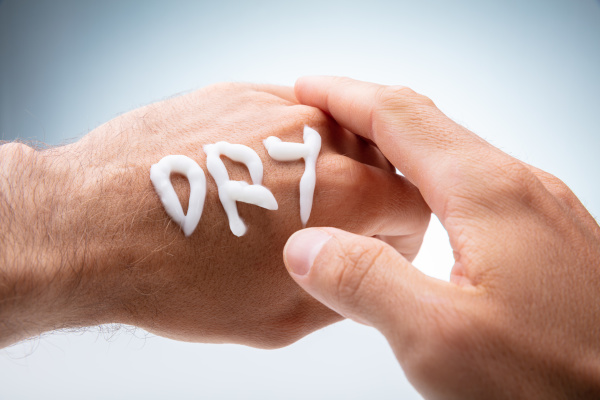 trockener text mit lotion auf menschliche