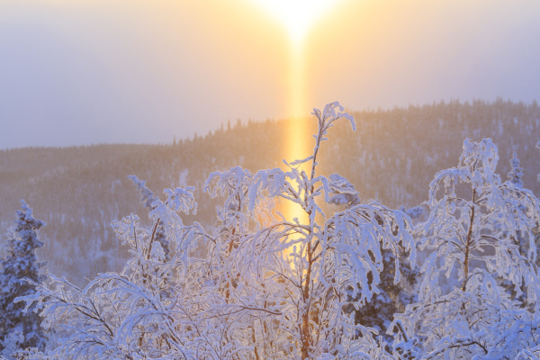 schneelandschaft entlang der ester dome road
