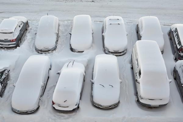 winterparkplatzautos