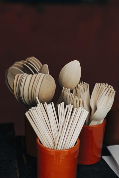 bambusgabel loeffel und essstaebchen utensilien in