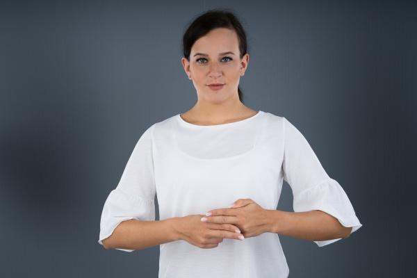 frau mit gebaerdensprache kommunizieren