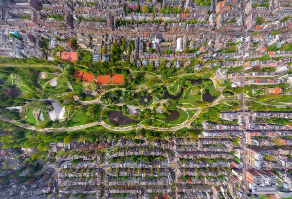 luftaufnahme des vondel parks amsterdam niederlande