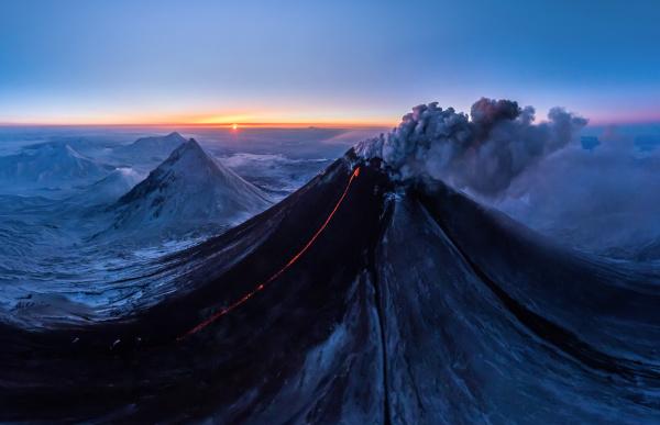 luftaufnahme des vulkans kljutschewskaja sopka kamtschatka