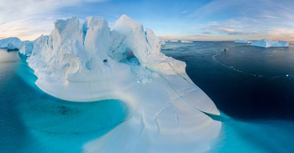 luftaufnahme der grossen gletscher in groenland