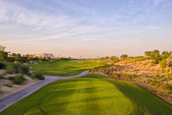 luftaufnahme des golfclubs auf einem luxurioesen