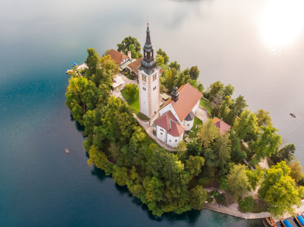 luftaufnahme der insel bled in slowenien