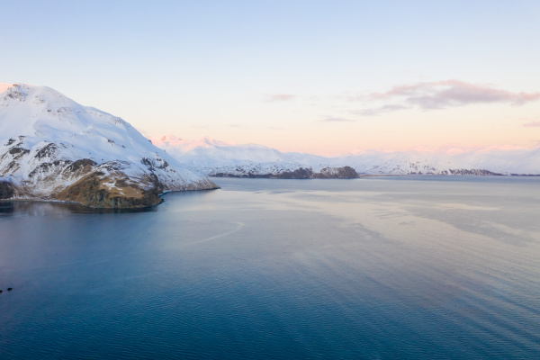 luftaufnahme von schnee bedeckt amaknak island