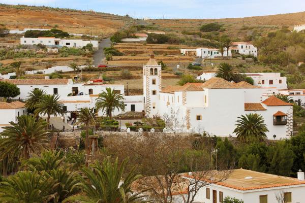 betancuria kleinstadt mit kirche santa maria