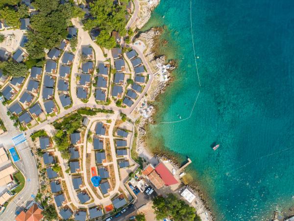 luftaufnahme des luxus camping resorts in