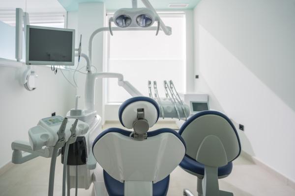 interieur der modernen zahnklinik spanien