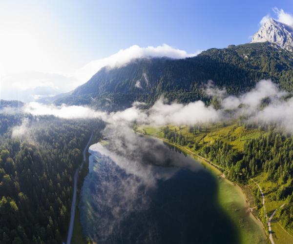 deutschland bayern mittenwald luftaufnahme des nebels