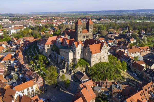 deutschland sachsen anhalt quedlinburg luftaufnahme des