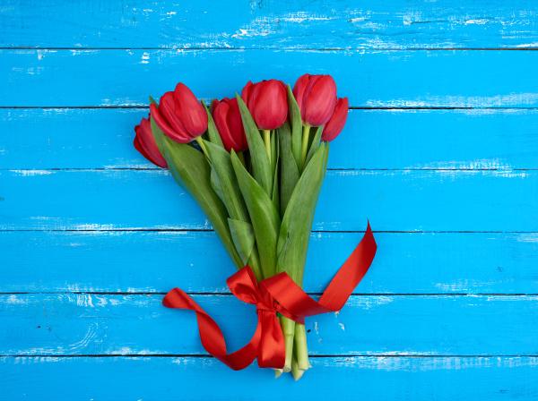strauss von roten bluehenden tulpen mit