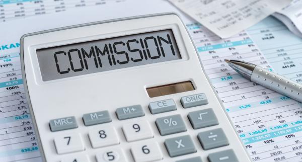 ein taschenrechner mit dem wort kommission