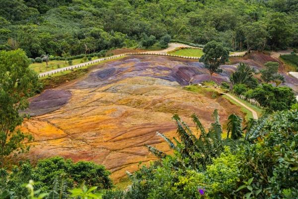 farbige erde in chamarel mauritius