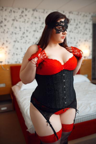 UEbergewicht in schwarz und rot erotische