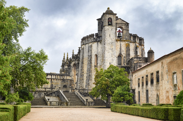 aussenansicht der mittelalterlichen hauptkirche des klosters