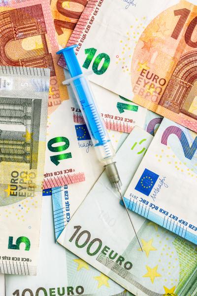 spritze und euro geld gesundheitskonzept