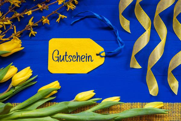 fruehlingsblumen dekoration zweig label gutschein bedeutet