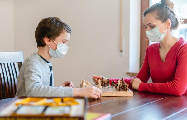 mutter und kind waehrend coronavirus krise