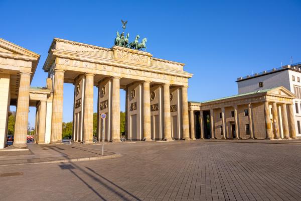 das beruehmte brandenburger tor in berlin
