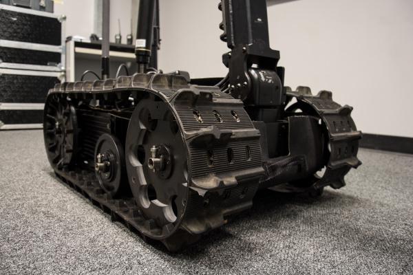 such und rettungsrobotereinheit mit spuren