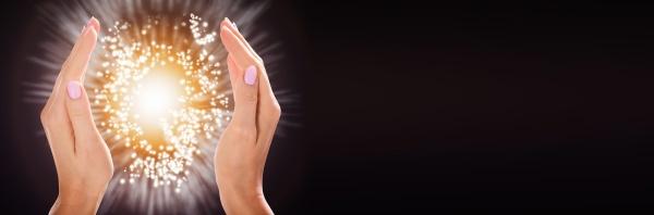 frau hand schuetzen licht