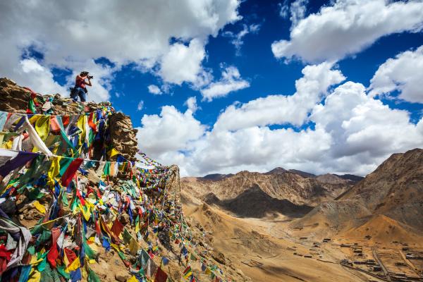 fotograf der fotos im himalaya macht