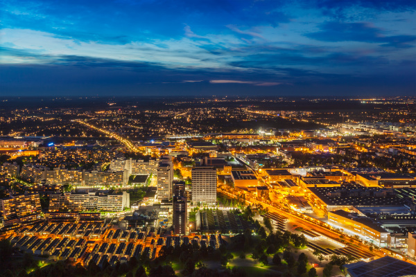 nachtluftaufnahme von muenchen deutschland