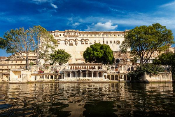stadtpalast komplex udaipur rajasthan indien