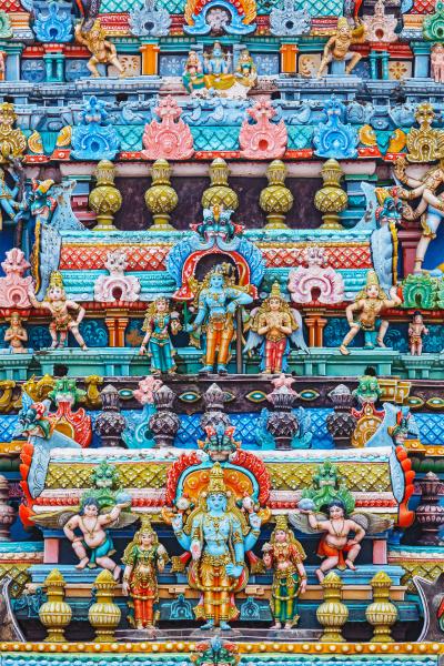 bas reliefs auf dem gopura turm