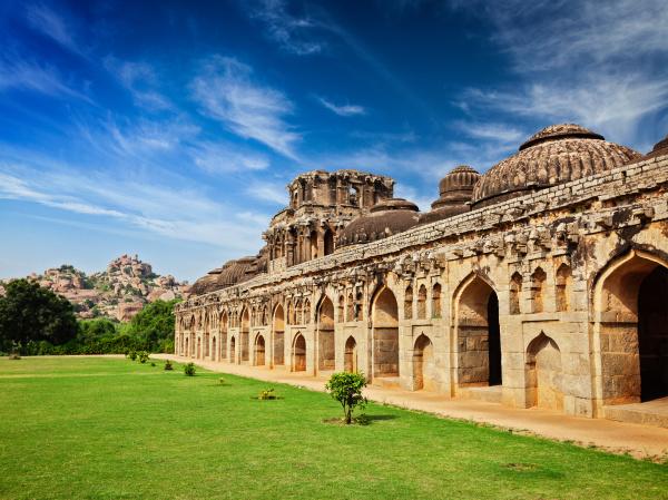 antike ruinen von elefantenstaellen