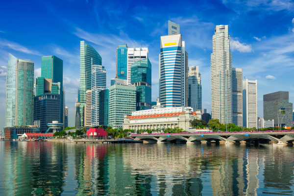 singapur wolkenkratzer mit reflexion