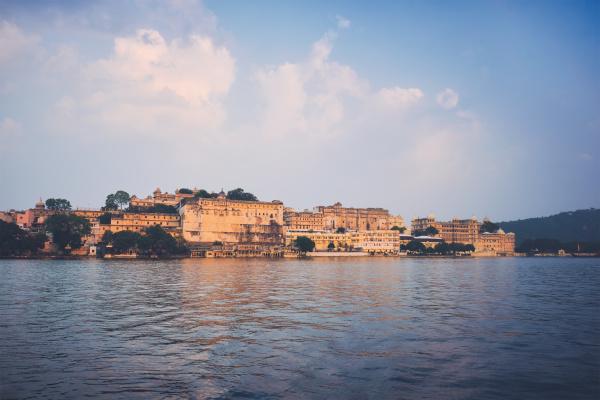 udaipur stadtpalast auf sonnenuntergang blick