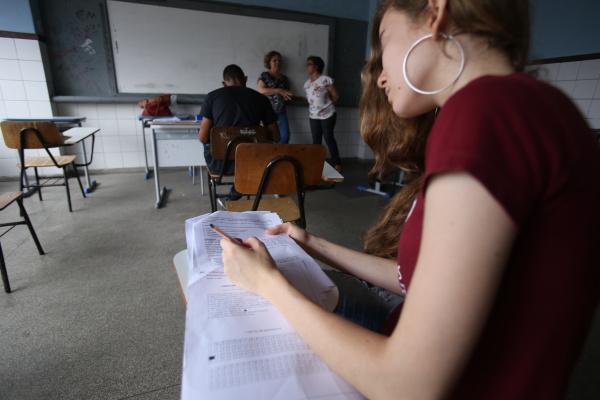 studenten machen spotttest des enems