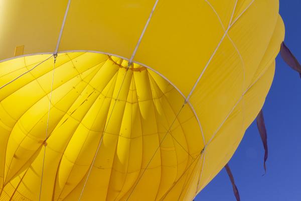 nahaufnahme des inneren des bunten gelben