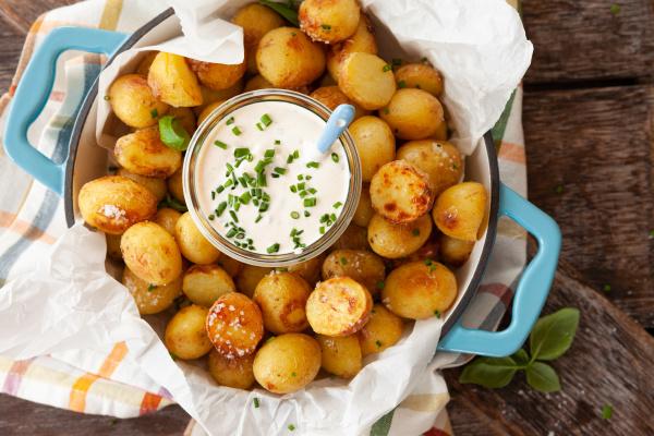 gebackene kartoffeln mit saurer sahne