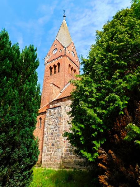 evangelische feldsteinkirche aus dem 13
