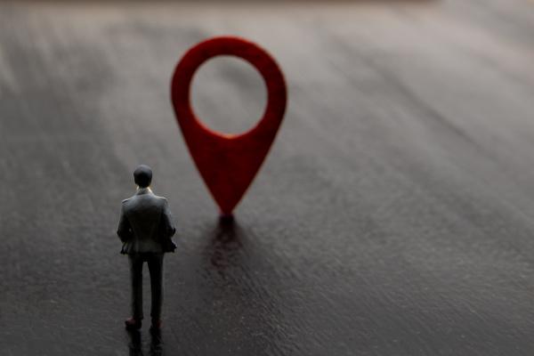 miniaturfigur posiert als stehend und visualisiert